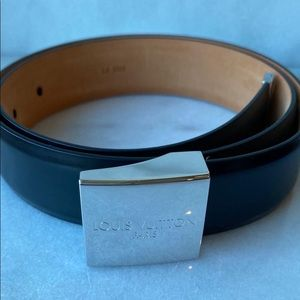 🛍 Louis Vuitton Silver Buckle Leather Belt